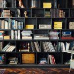 リビングに本棚を!図書館のような本棚が主役のインテリア